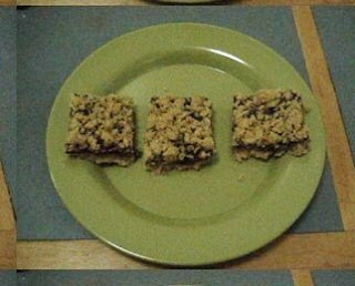 These here are Razzle Raspberry Oatmeal Cookie Bars, or so the recipe ...