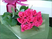 الورد أرق وأجمل لغه فى الدنيا ..بحبه أوى