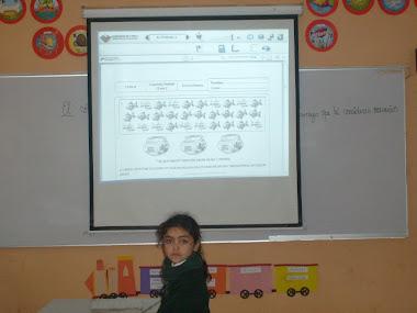 Alumnos utilizando los recursos digitales del Lem