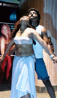 mallu aunty navel show