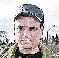 Artyom Sidorkin tanam cemara di paru-paru