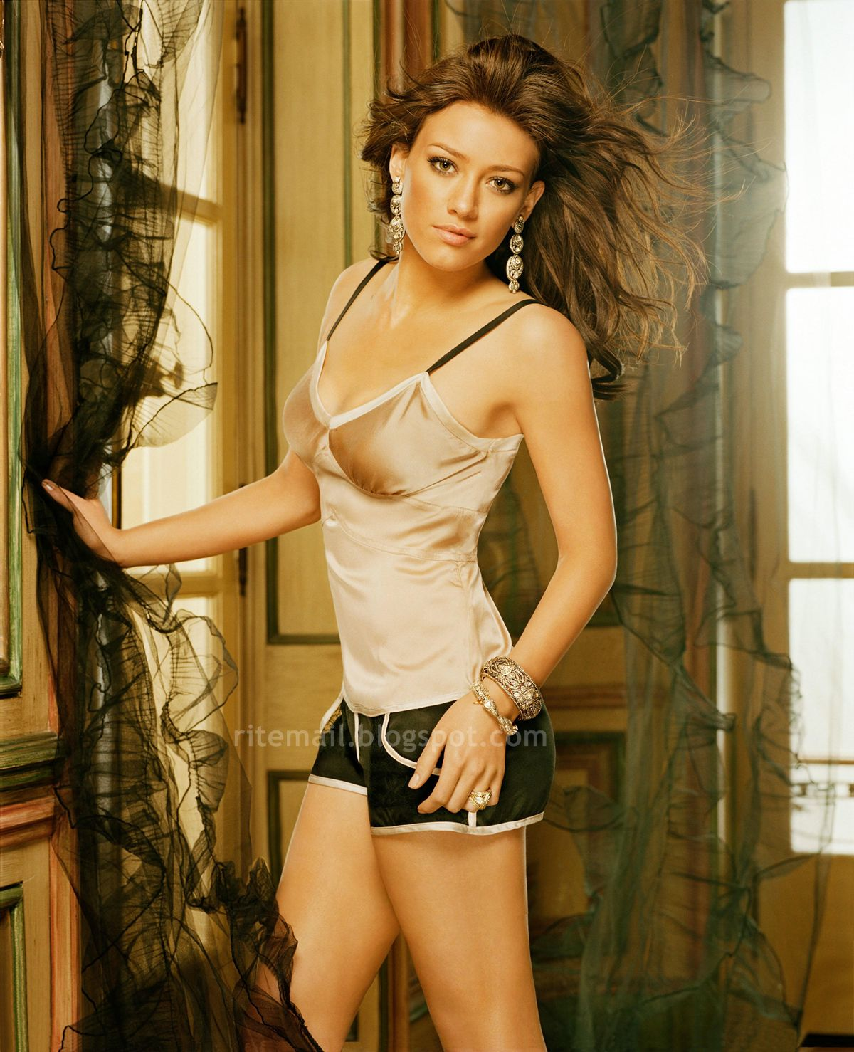 [Hilary_duff_maxim_photoshoot_003.jpg]