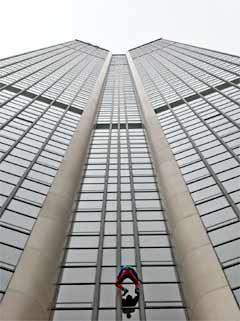 climber+Alain+Robert Amazing Wall Climber