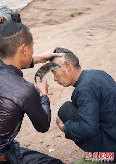 Cara GILA Orang China Potong Rambut2