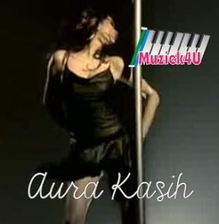 video that turn on Aura Kasih sexy pose with minimum clothing bandage