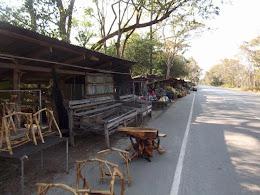 เพิงขายสินค้าริมทาง กม.ที่ 15 - 18  ถนนหมายเลข 212 สายนครพนม - ท่าอุเทน