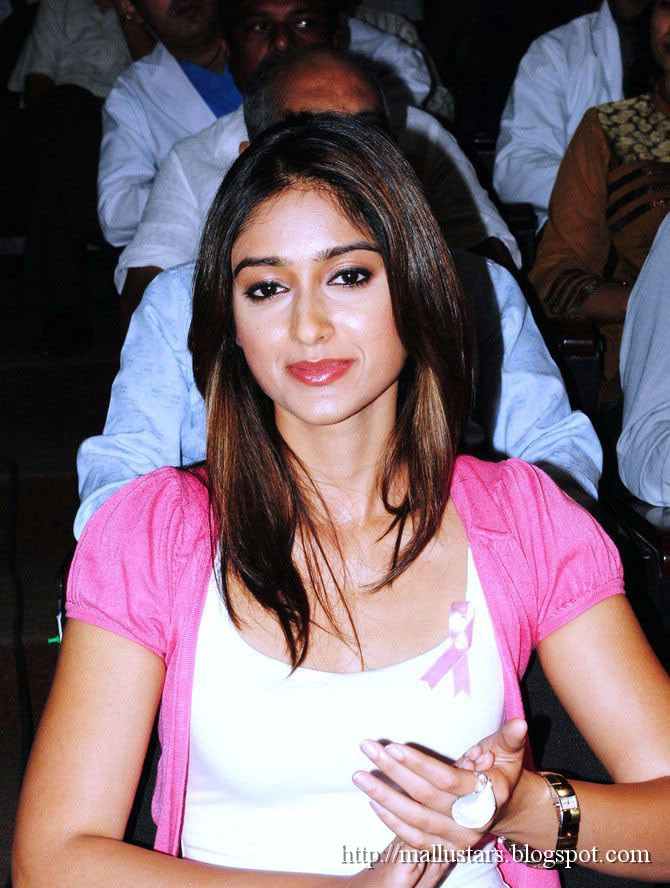 , Sexy Ileana in Pink at an Event