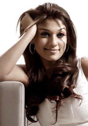 Nayanthara Beautiful Saree Stills 1 Nayanthara Thigh Show And Cute Photo Gallery Friendshipz Nayanthara Thigh Show And Cute Photo Gallery