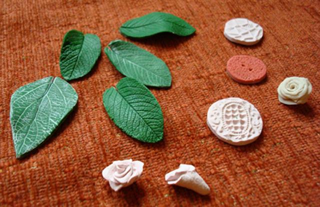 Цветы и листья из соленого теста 75