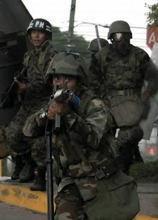 imagenes de militares follando a jovencitas