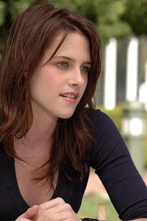 Kristen Stewart announces love for Robert Pattinson