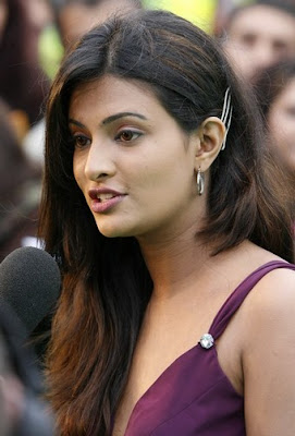 Shoaib Malik bowled over by Sayali Bhagat