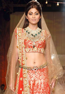 Shilpa Shetty sizzles on ramp at HDIL India Couture Week for Tarun Tahiliani show