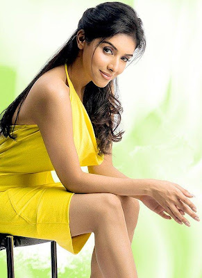 ghajini-fame-hot-sexy-indian-bollywood-actress-asin-tamil-telugu-mallu-hindi-heroine-aasin-yellow