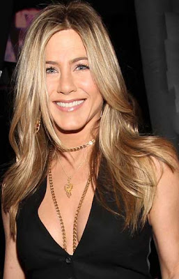 Jennifer Aniston gold necklace