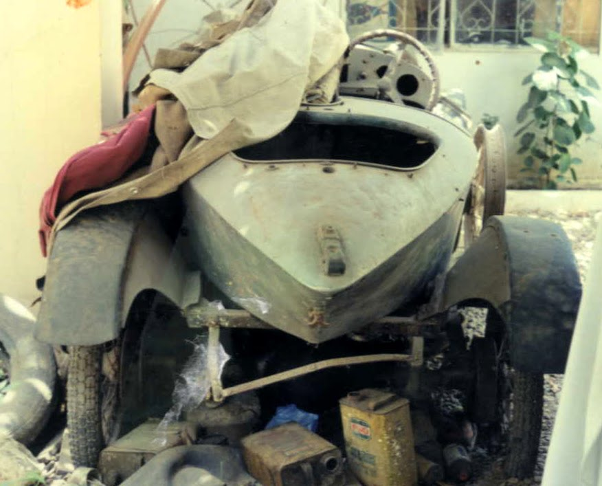 The Vintage Classic Car Club VCCCP Of Pakistan Barn Finds Looks Like A Few Were An Old Collection That Was Neglected