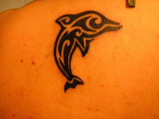 tattoo golfinho em tribal