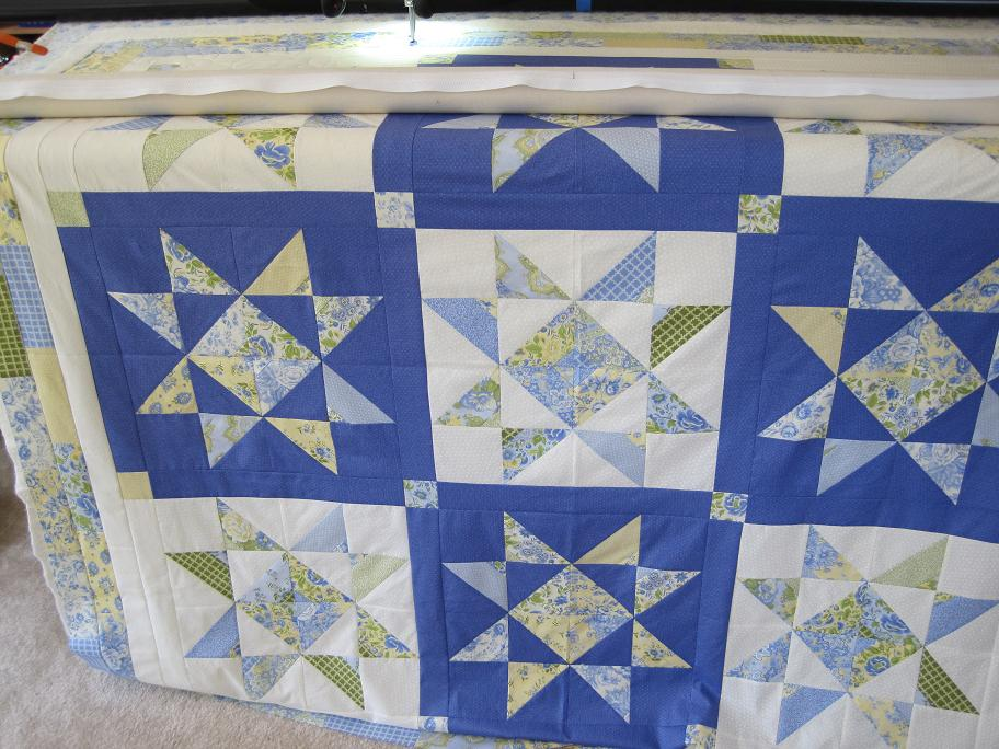 Thread Waggle Quilting: I love Blue and Yellow quilts... : blue and yellow quilt - Adamdwight.com