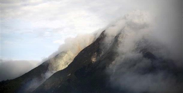 Mount Sinabung, Gunung Sinabung, Gunung Api, Gunung Meletus