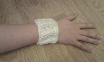 KnittingPony: Owl Wrist Warmers (Free Knitting Pattern)