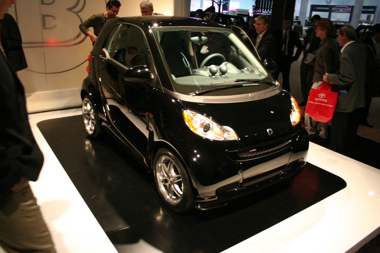 Auto CarGo Transport: 2011 Brabus smart fortwo