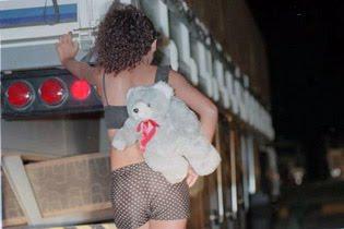 http://3.bp.blogspot.com/_ifxDXiQc_kI/TMl3cmTRCvI/AAAAAAAAKQs/iBK0fvwkn5E/s1600/exploracao+sexual+rodovias.jpg