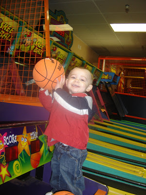 Nathan+basketball+chuck+e+cheese.jpg