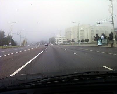 Rudens ryto rūkas Vilniuje. Konstitucijos prospektas