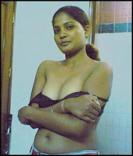 Hot Desi Bhabhi Boobs indianudesi.com