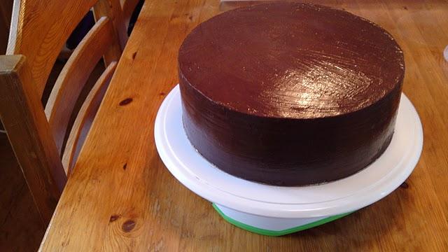 täcka tårta med chokladganache