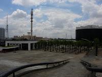 陸橋から見る会議場