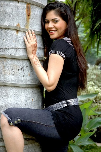 sherin in black actress pics