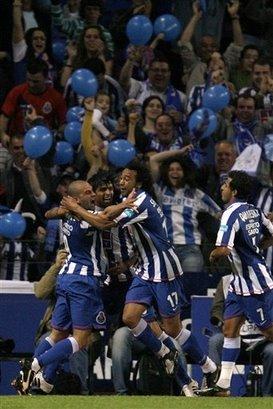 FC Porto Campeão Nacional 2007/2008 (Foto: AP/Paulo Duarte)