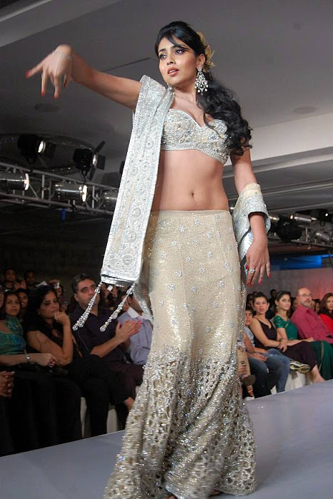 of shriya saran rwalk at cifw actress pics
