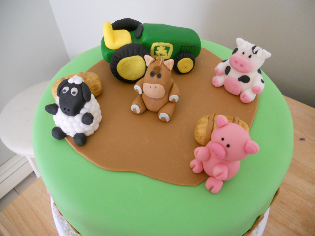 Sculpted From Fondant Some Animals Are 3d And Some Are 2d Faces Only