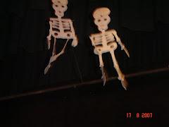 Piel y Hueso dancing!