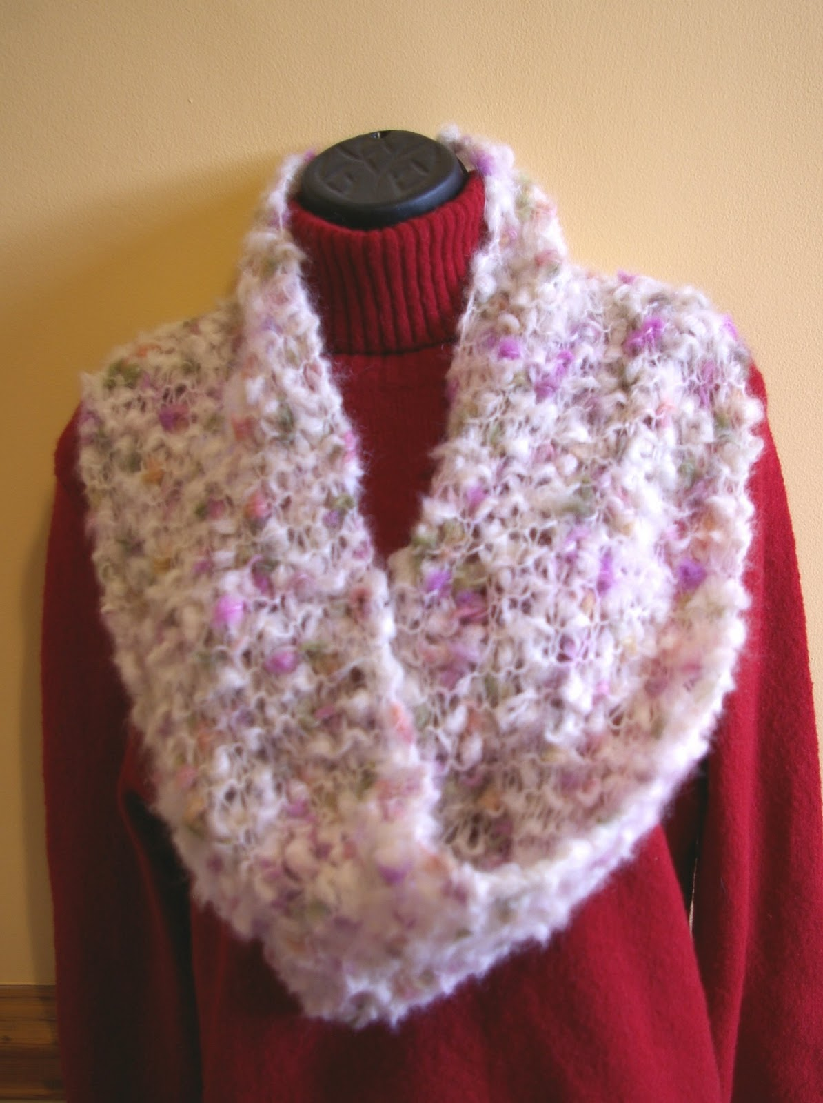 Knit Flower Pattern Free : Knit In Your Sleep: Easy Mobius Cowl Scarf