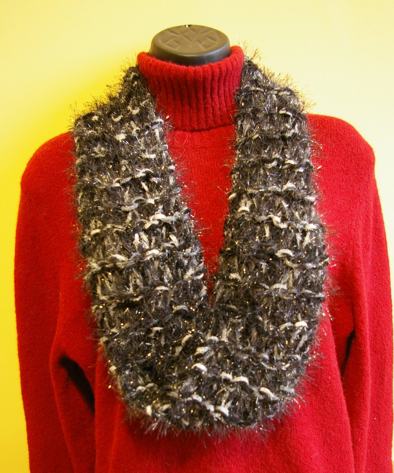 Knitting Instructions For Mobius Scarf : Knit In Your Sleep: Easy Mobius Cowl Scarf