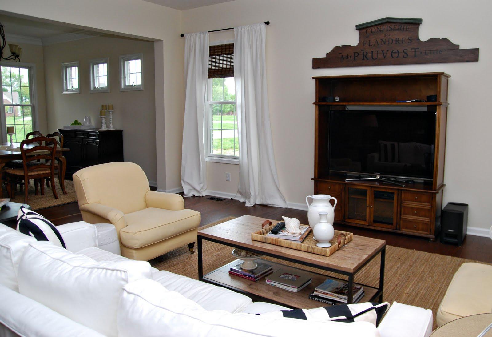 http://3.bp.blogspot.com/_ixdeZNERIQE/S_2lcGxjv2I/AAAAAAAAAiM/3DRFbclAS7s/s1600/family+room.jpg