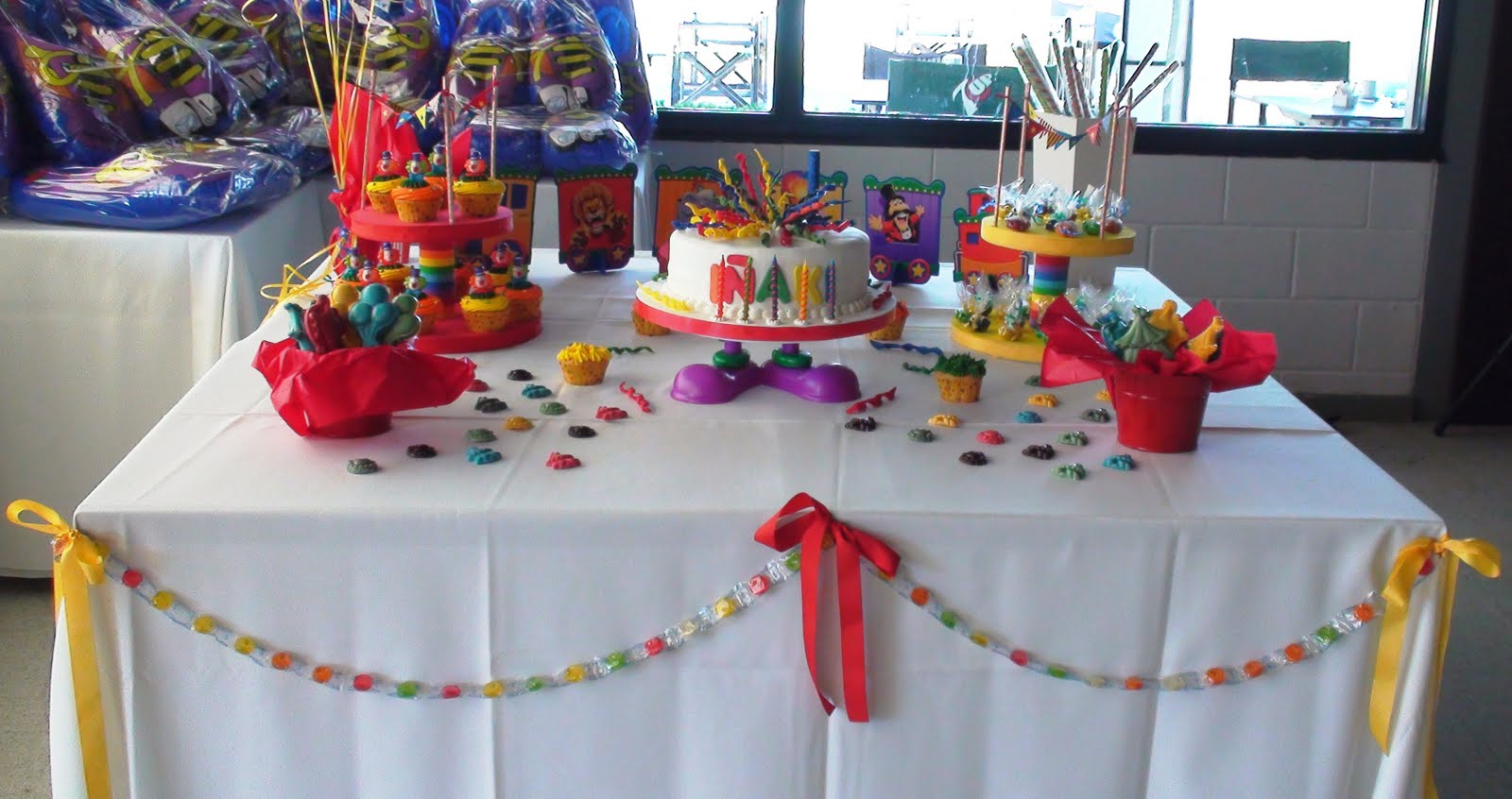 Centros de mesa para bautizo alcancias de animalitos for Mesas fiestas infantiles