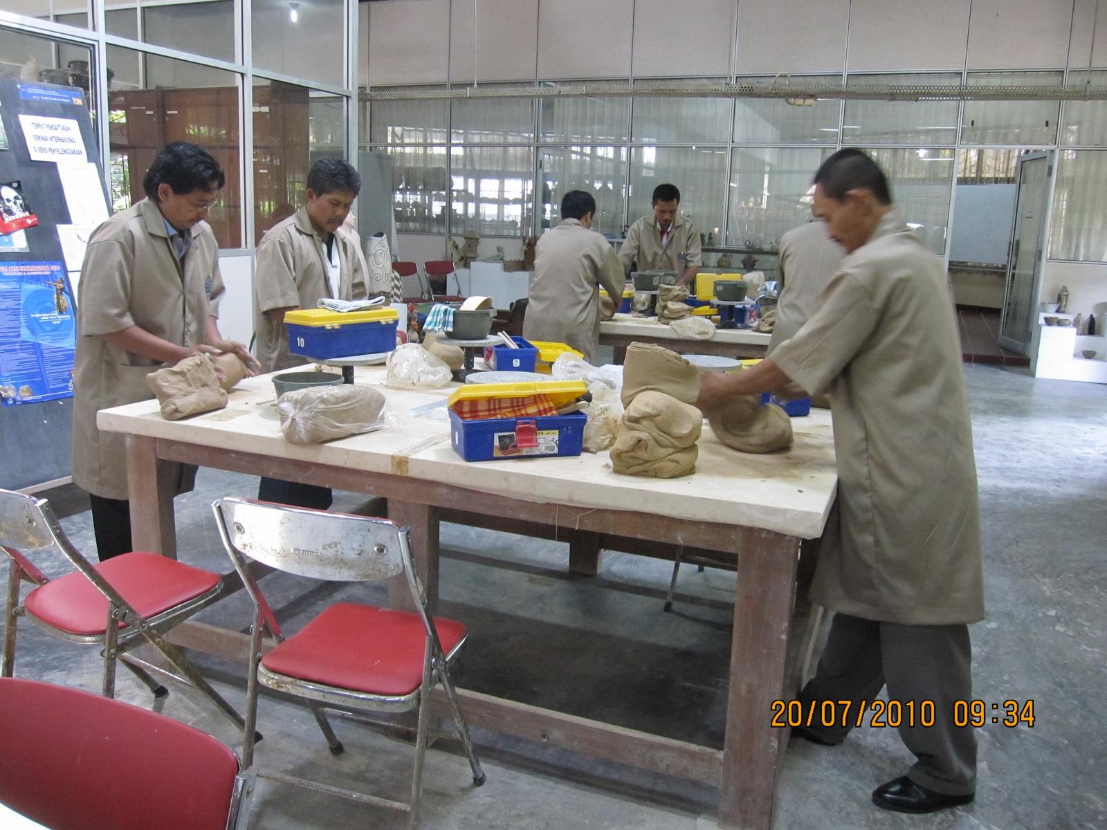 Studio Keramik PPPPTK Seni dan Budaya July 2010
