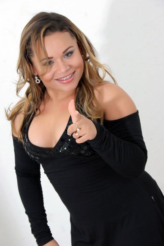 Saia Rodada contrata Elayne Tyne e anuncia DVD internacional