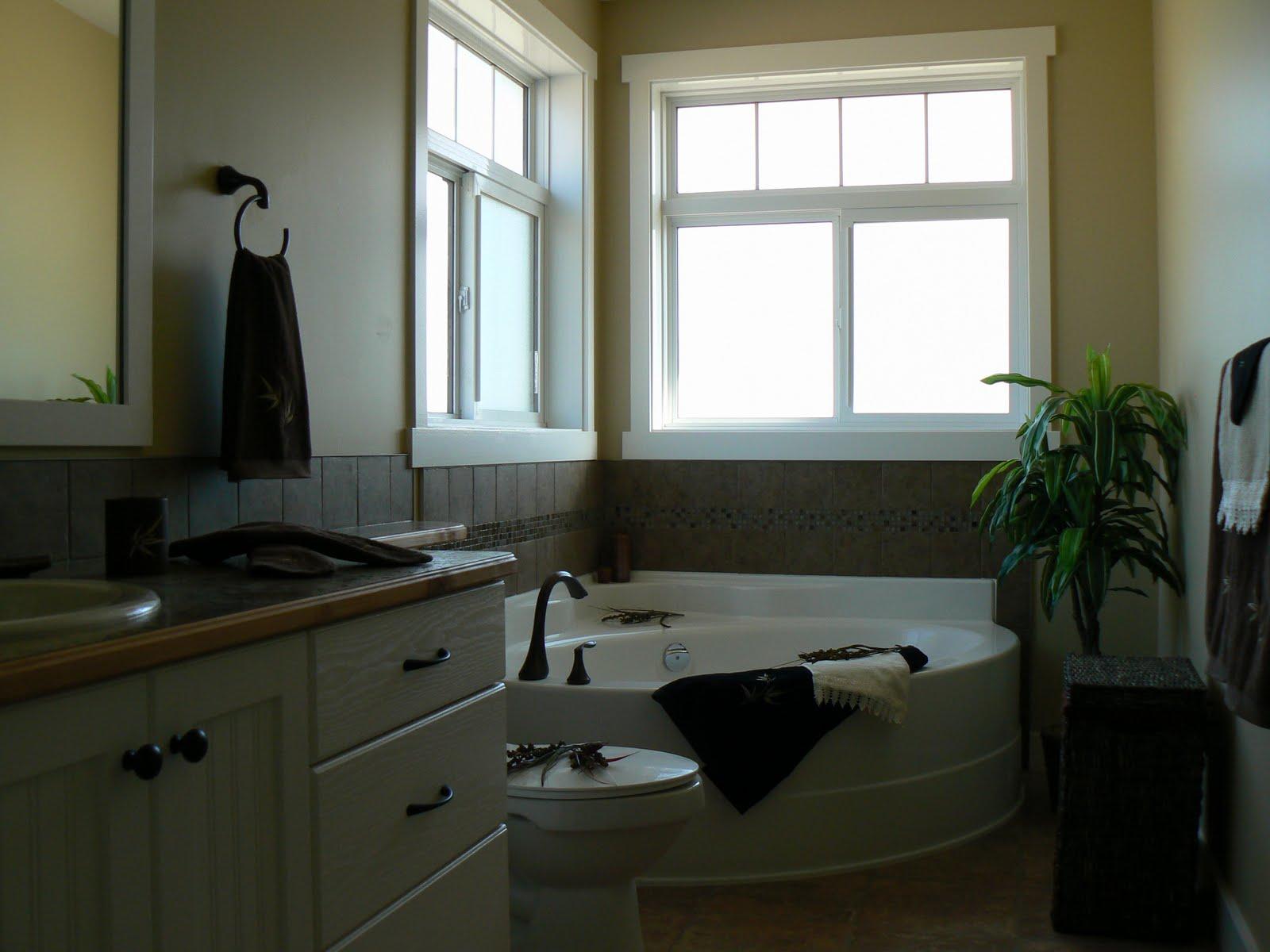 large opening windows above the corner tub