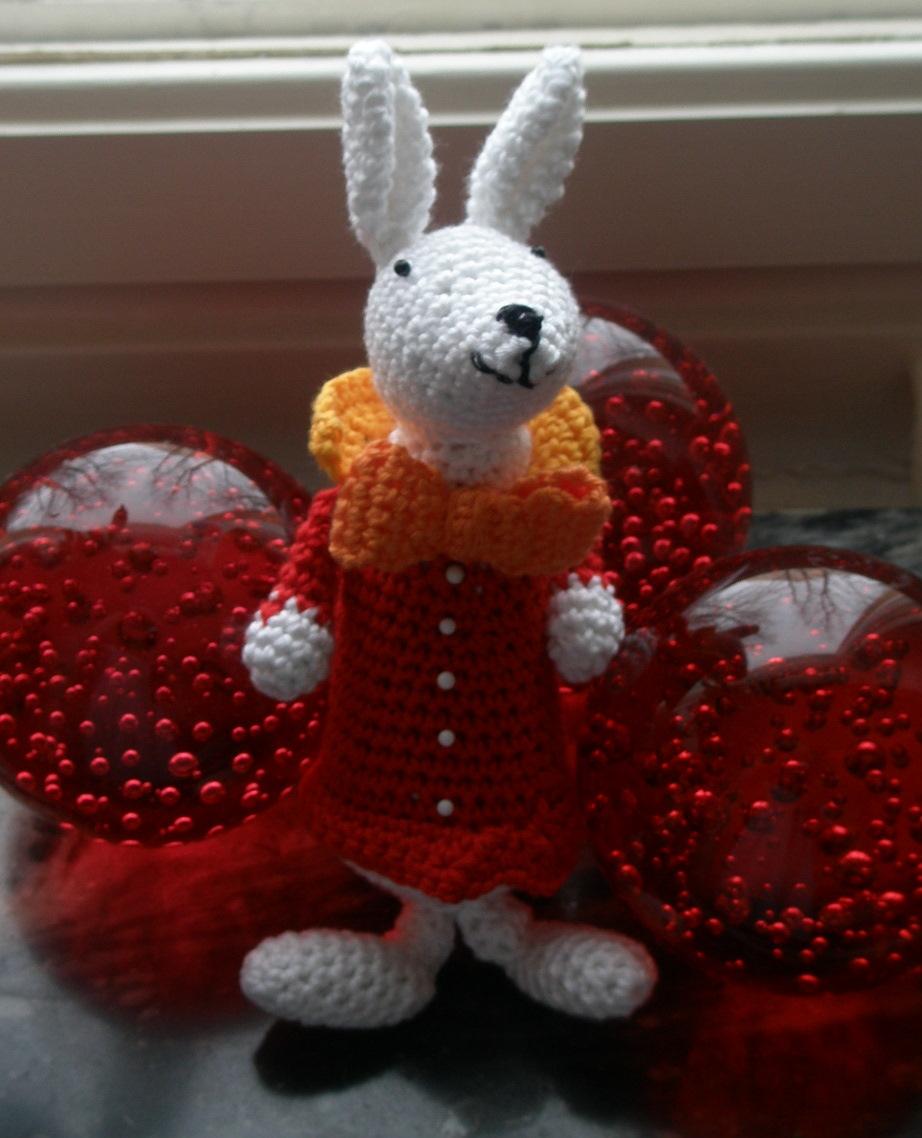 Cheshire Cat Amigurumi Crochet Pattern : Cheshire Cat and White Rabbit - Sayjai Amigurumi Crochet ...