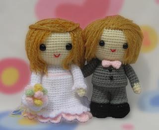Amigurumi wedding couple: bride and groom