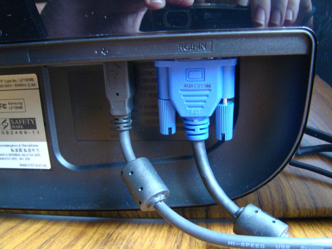 http://3.bp.blogspot.com/_j2fQEhQgzjk/SwtJBEjJzjI/AAAAAAAAADE/ycQ0SQ7swVI/s1600/VGA+MONITOR.jpg