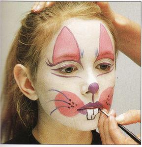6 , Tracez une ligne blanche et nette à l\u0027intérieur des formes des sourcils  de manière à les accentuer .