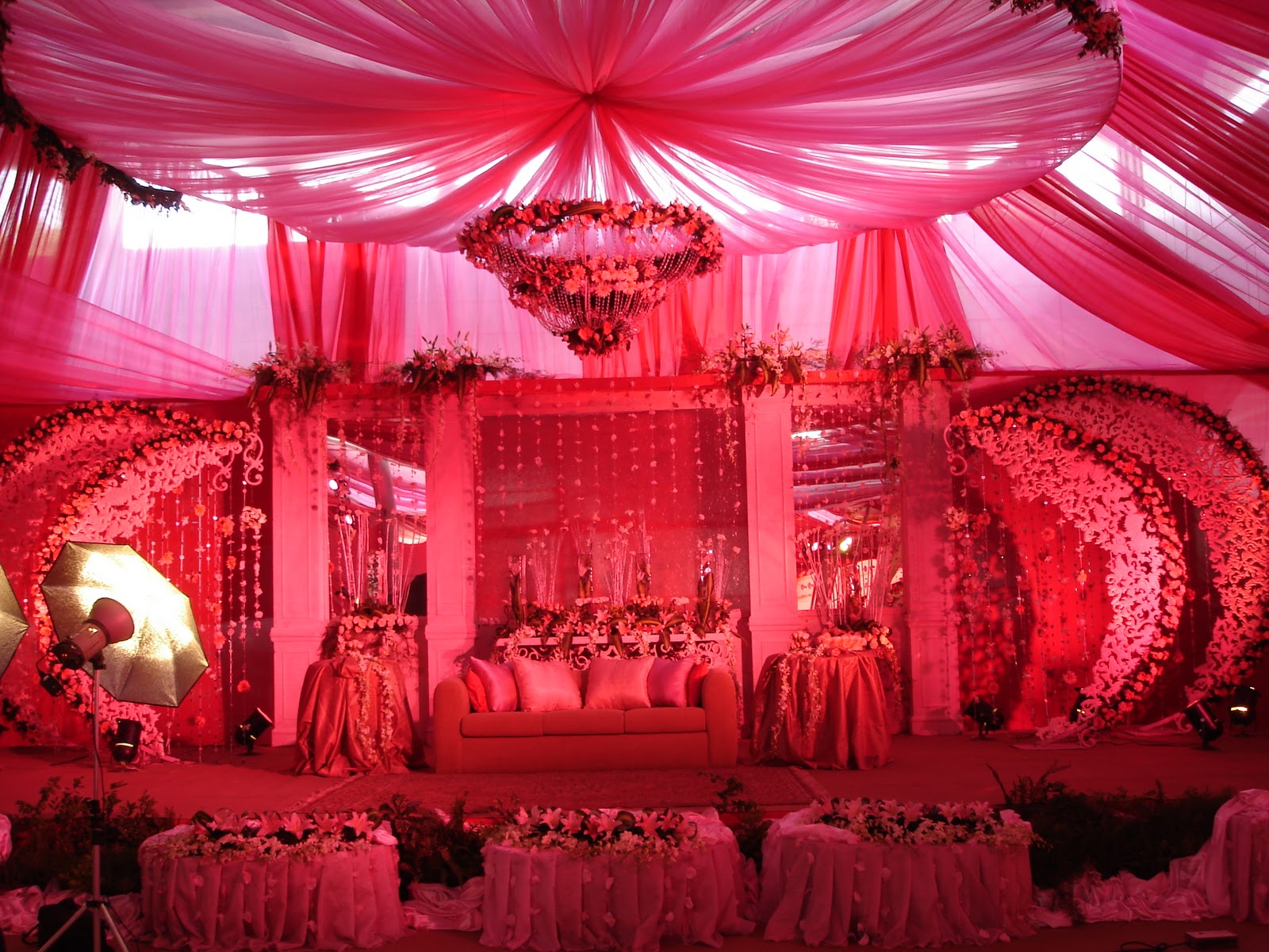 Meethi shaadiyan color me pink blue white - Pink and white decorations ...