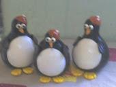 Pinguim feitos de cabaca e biscuit
