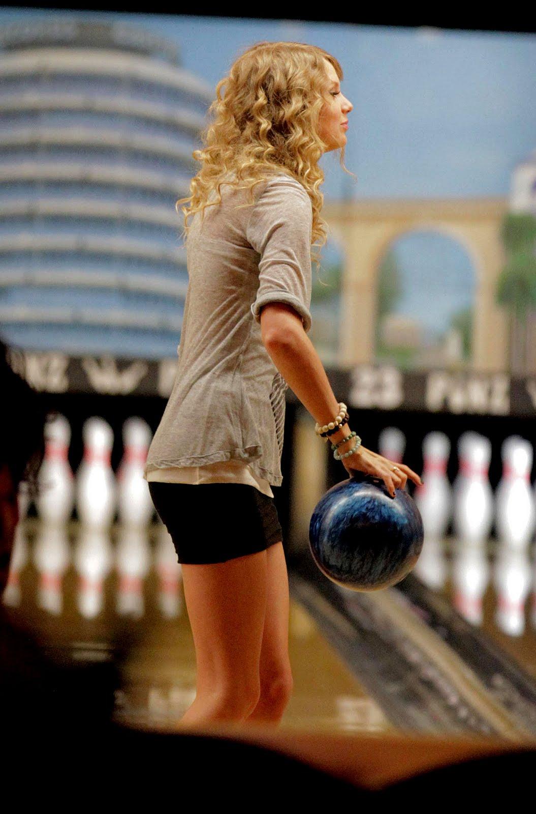 http://3.bp.blogspot.com/_j7hHgrmn8V8/S6qhhXl1pQI/AAAAAAAAET0/TchiV25JXr8/s1600/bowling2.jpg